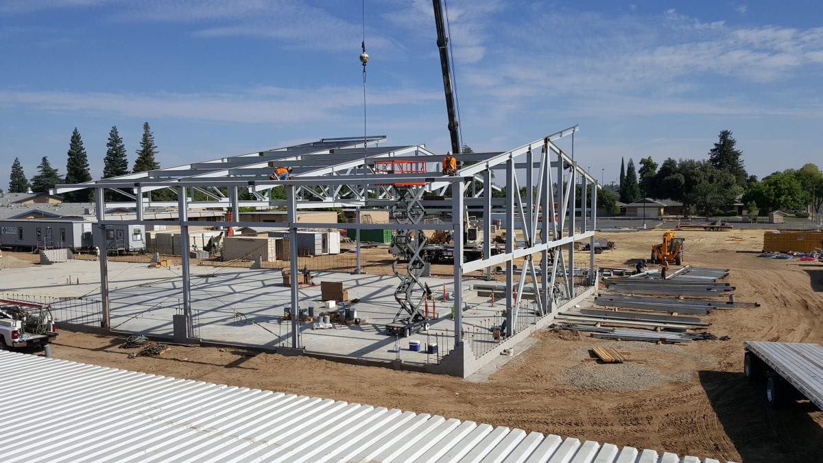 Rear view of metal frame with scissor lift 7/18