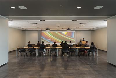 Presentation room 8/15